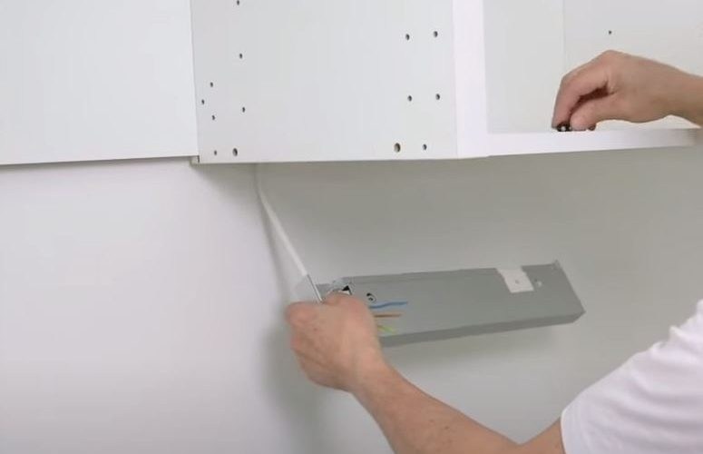 how to install kitchen light fixture